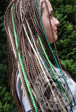 Прическа из афрокосичек фото